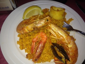 Paella Valencia, made jsut right with fresh calamari and shrimp with its eyes still on!